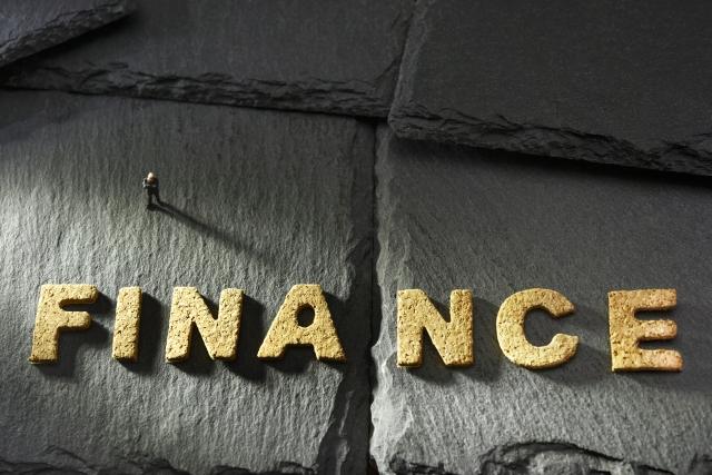 銀行融資とノンバンク融資の違い
